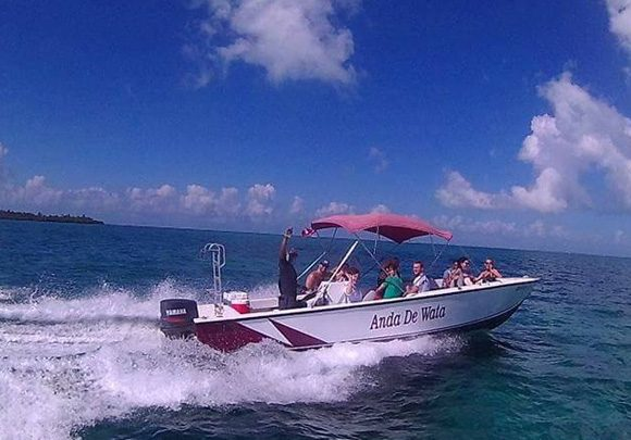 Anda De Wata Tours - Boat - Baby Dax -Snorkel Tours - Snorkeling Belizex