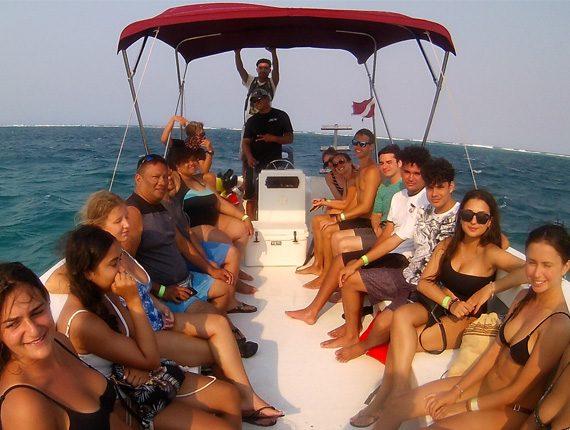 Goff's Caye Special - Snorkel Tours - Anda De Wata - Tropical Island - Goff's Caye Island - Guided snorkel